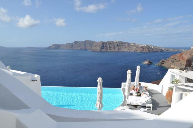 DV%20Santorini%20Thais%20Vista%20do%20quarto Dicas de Santorini: hotel de luxo, passeios e restaurantes