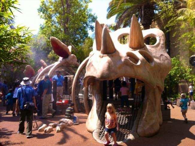 CA Universal Dinoplay 1
