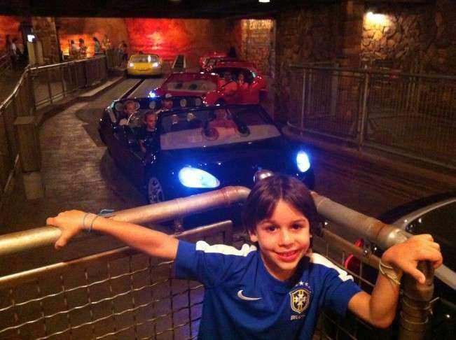 CA Disney Carros noite