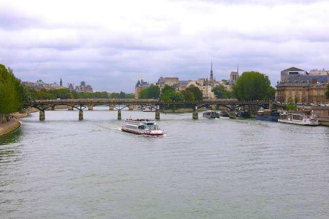 Paris barco sena