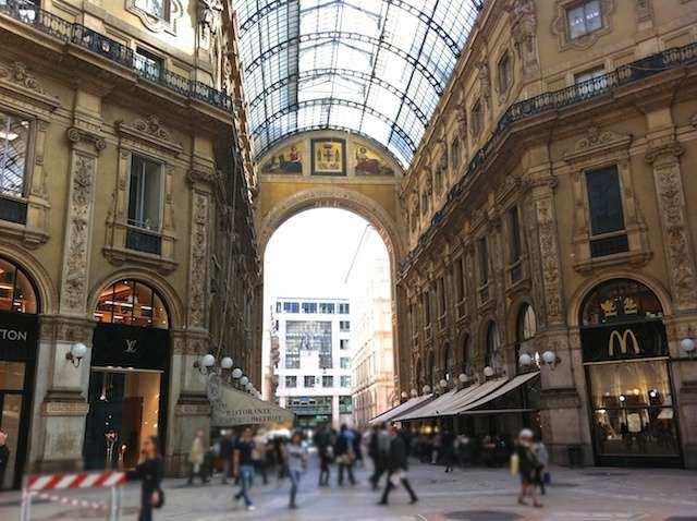 (Compras em Milão  Galleria Vittorio Emanuelle) ffb6eab14fad