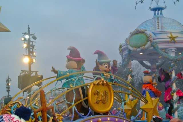 Paris Disney Parada 1