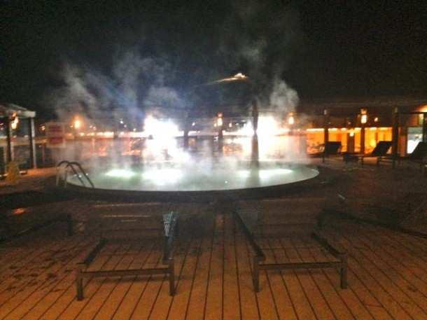 VN piscina noite