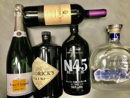Regras para transporte de bebidas no avião: mala de mão e despachada